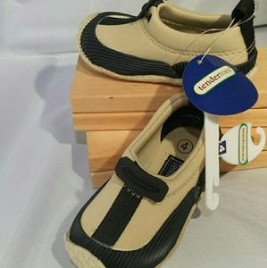 Childrens shoes, size 4,